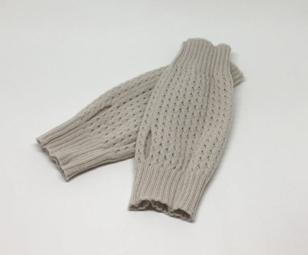 Fingerless gloves in moss stitch