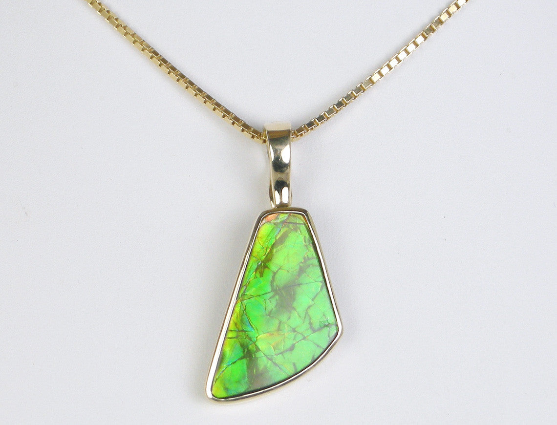 Enhancer pendant of ammolite