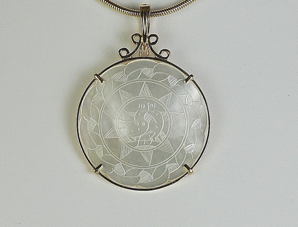 Mother-of-pearl medallion