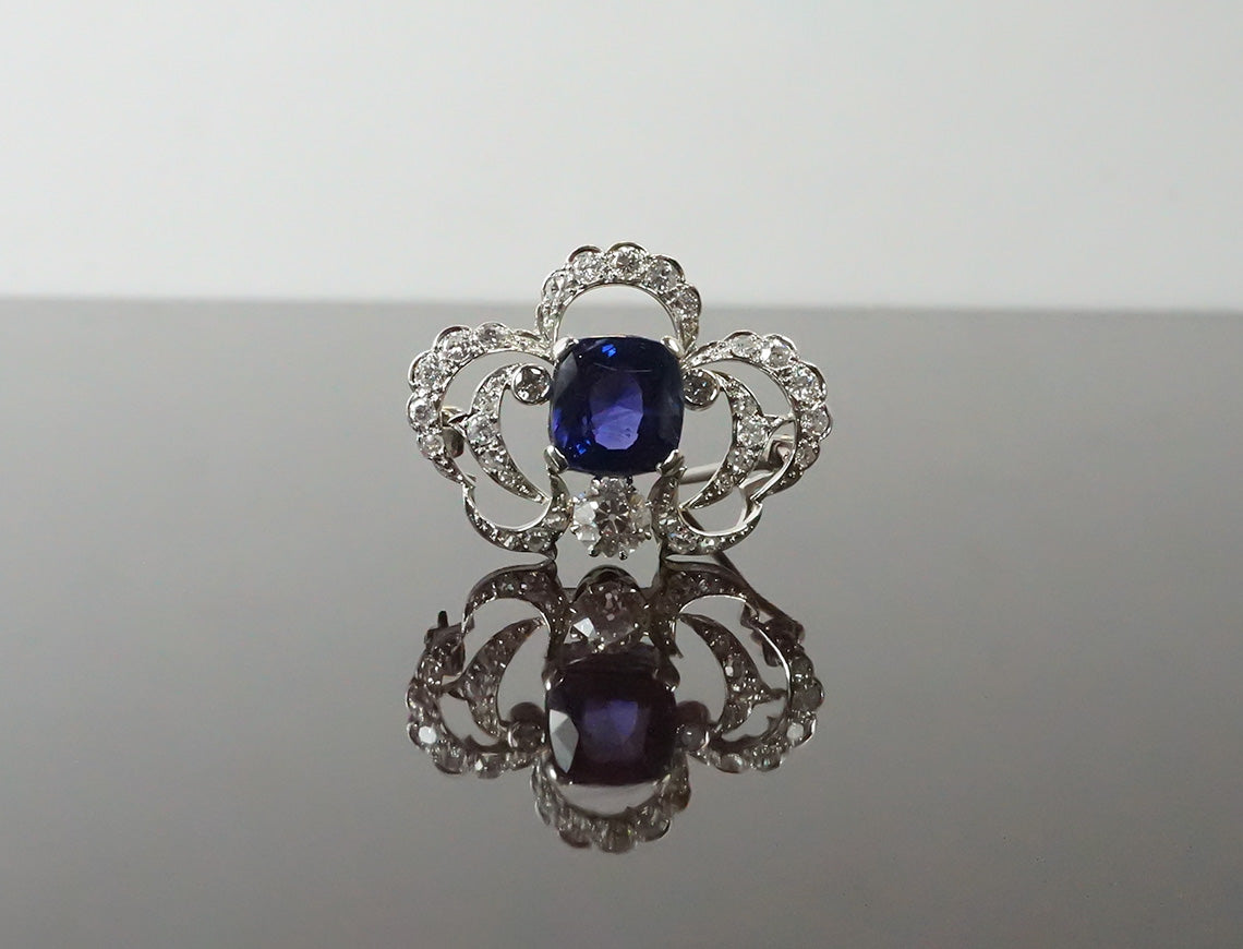 Belle Epoque brooch with natural color-change sapphire
