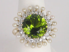 Peridot, diamonds and pearls