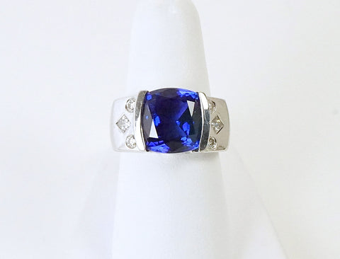 Cushion-shaped tanzanite in contemporary setting
