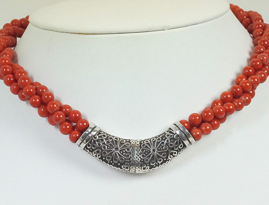 Necklace of coral and silver
