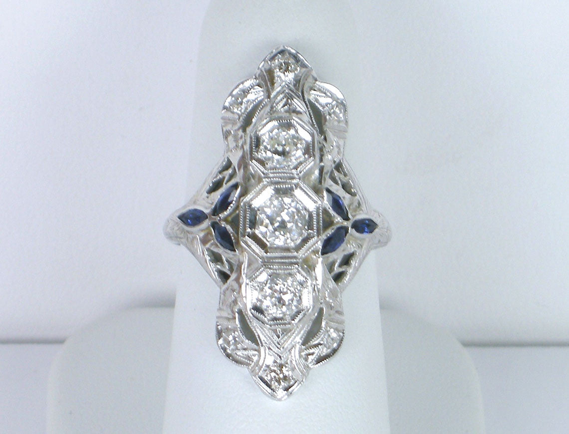 Art Deco ring in white gold