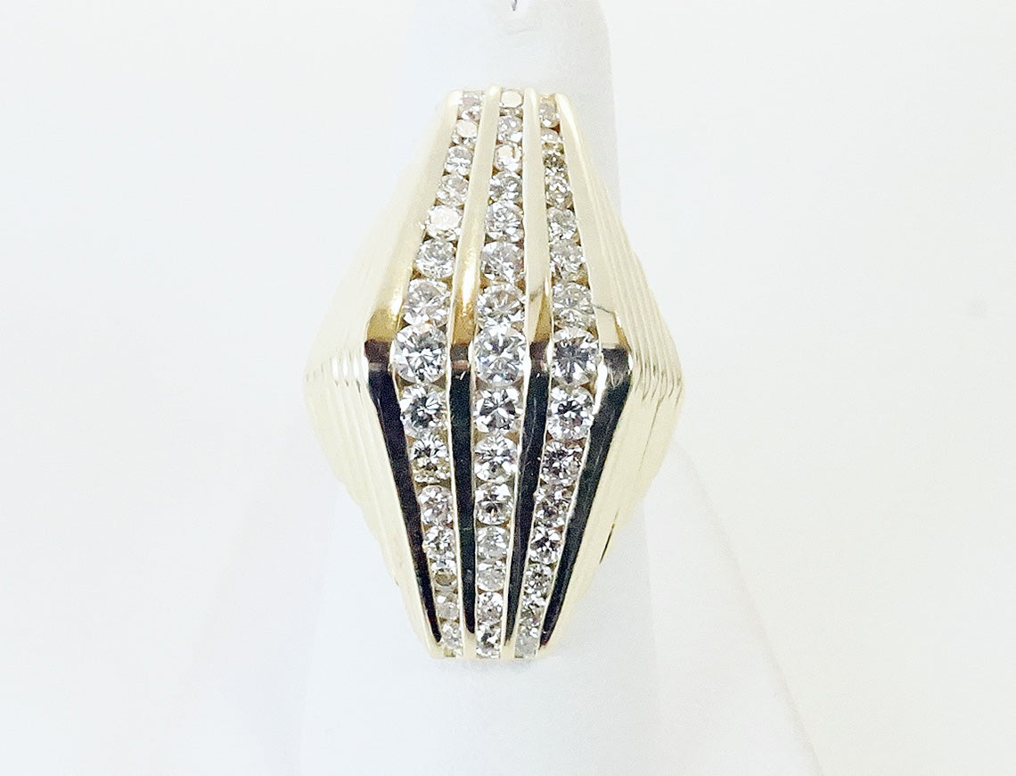 Sculptural diamond ring
