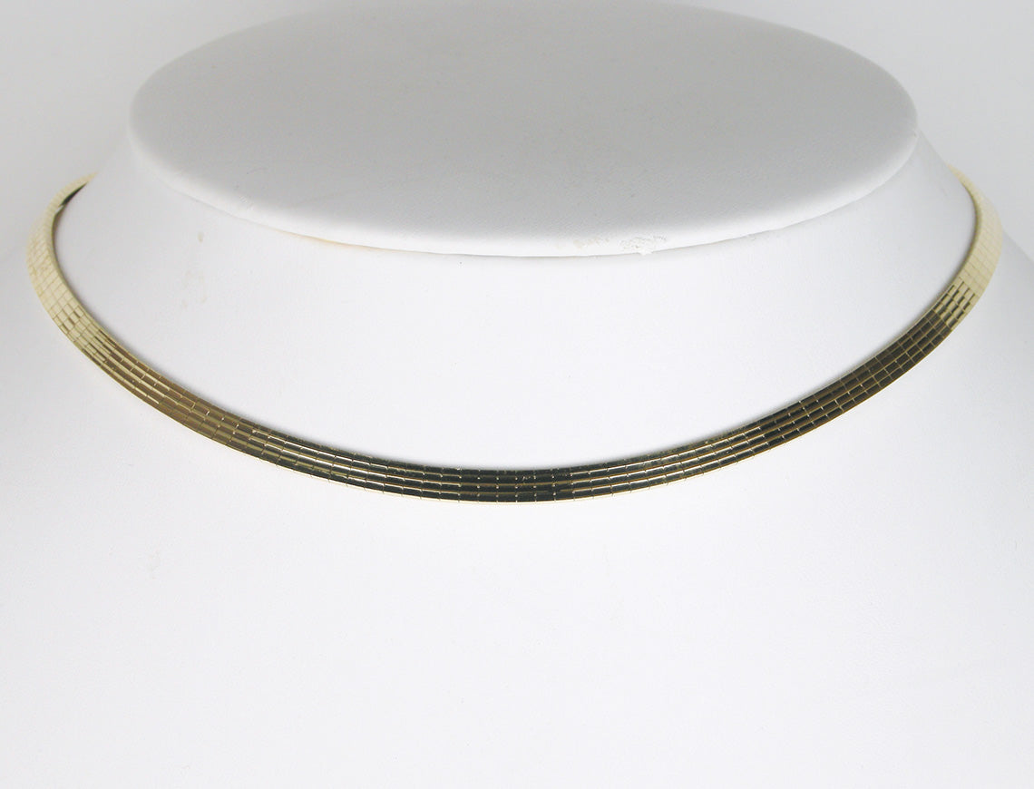 Ribbed gold choker