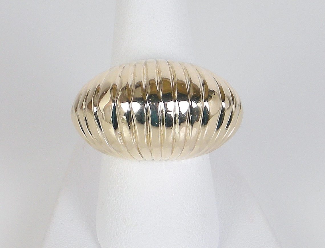 Retro ribbed dome ring