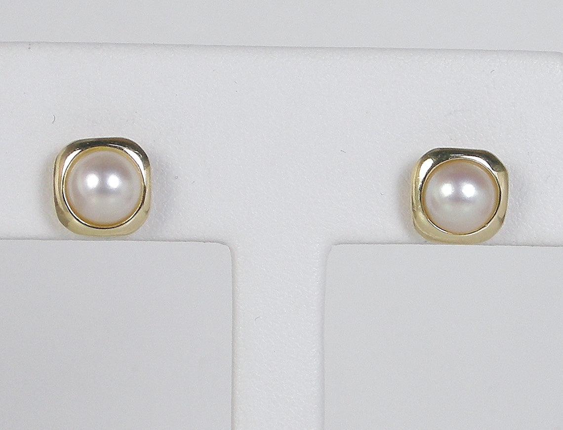 Pearl earstuds in frames of gold