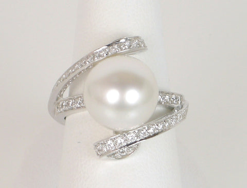 Dramatic pearl ring in platinum