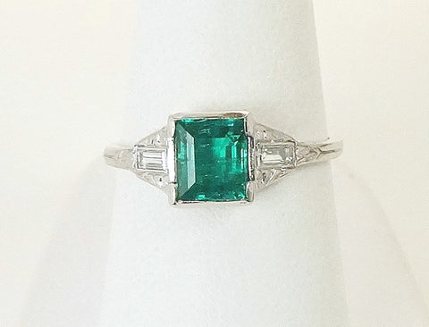 Edwardian platinum and emerald ring