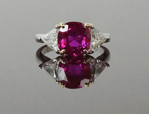Magnificent unheated Burma ruby ring