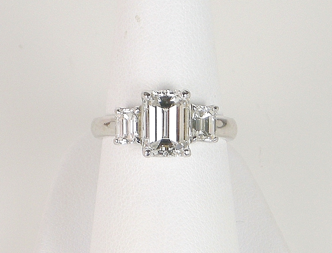 2.01 F VS1 emerald cut diamond