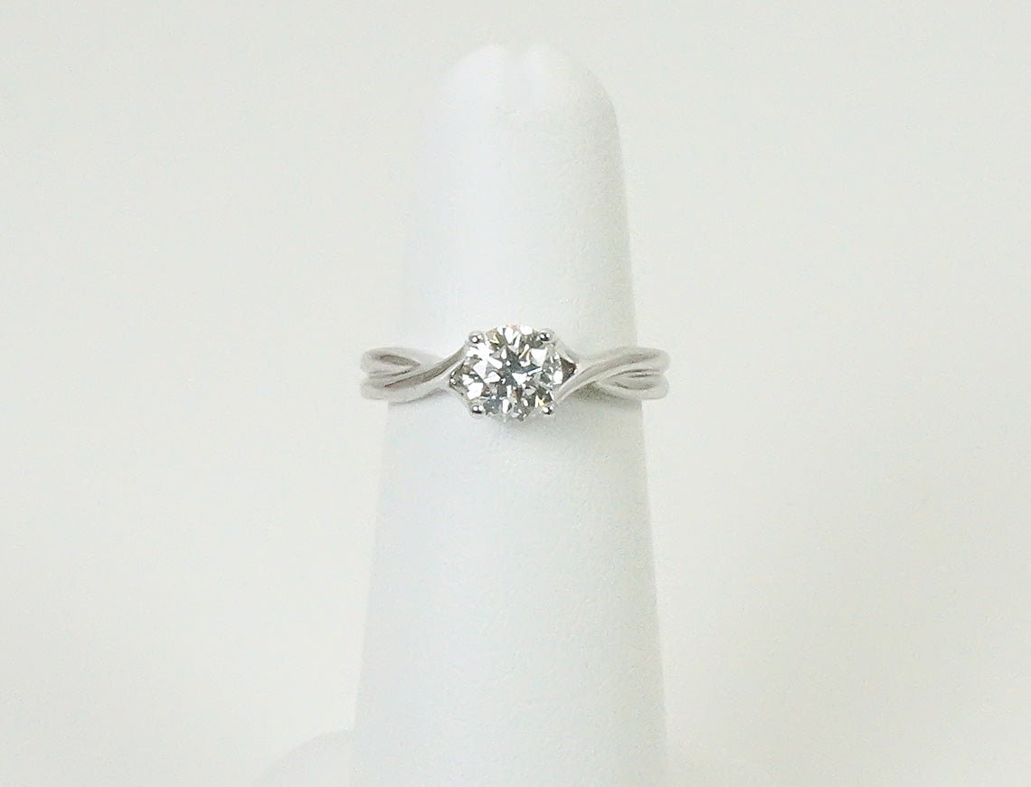 Graceful engagement ring