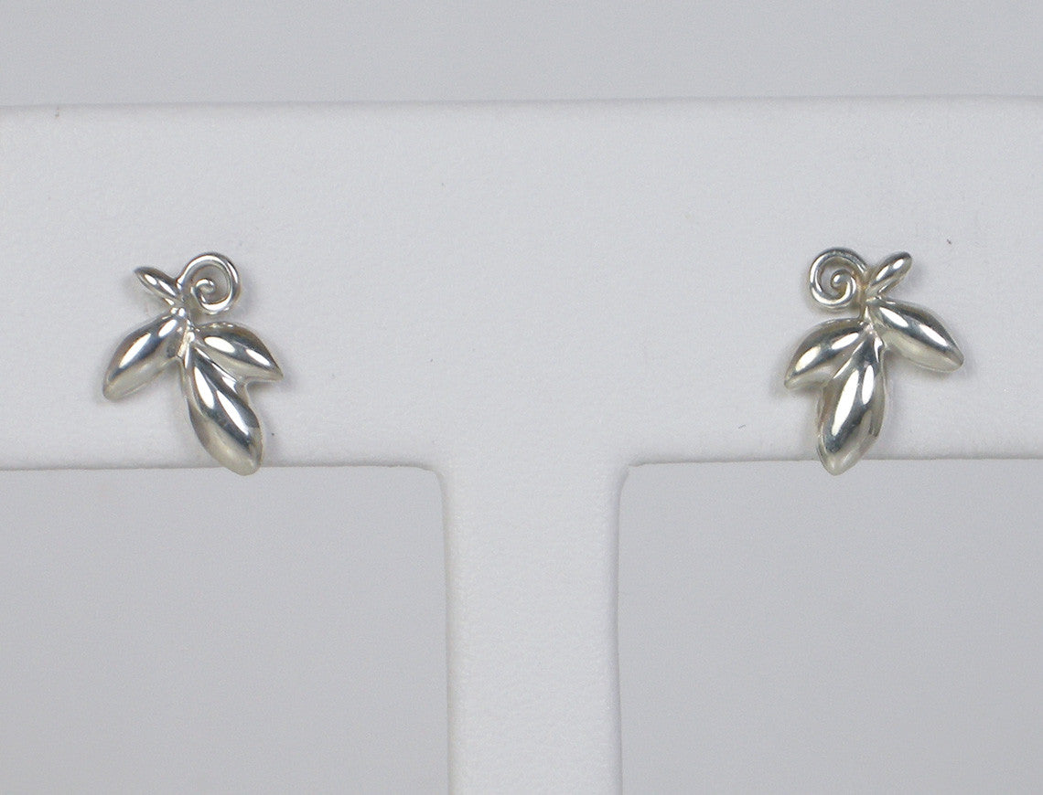 Delicate silver earrings by Tiffany