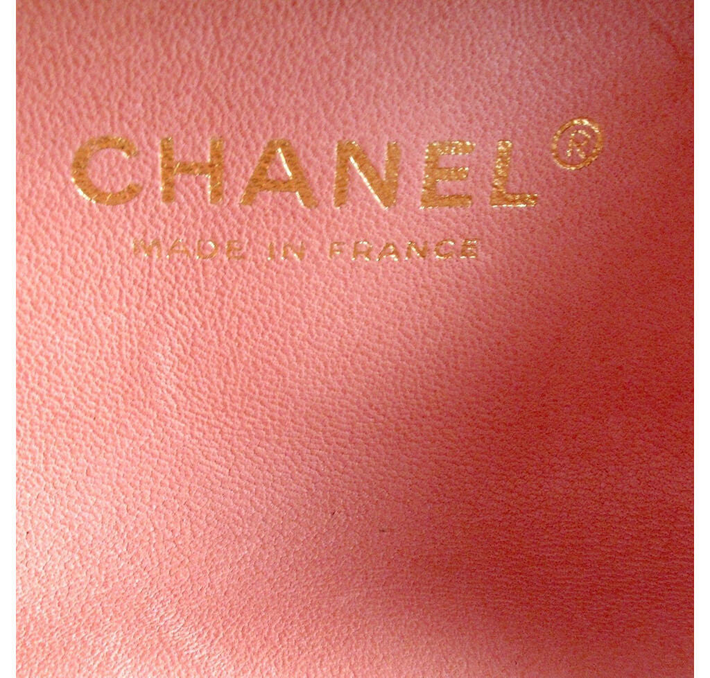 6a37d3da2ea0 ... Chanel Box Shoulder Bag Minaudiere Limited Edition Used Embossing ...