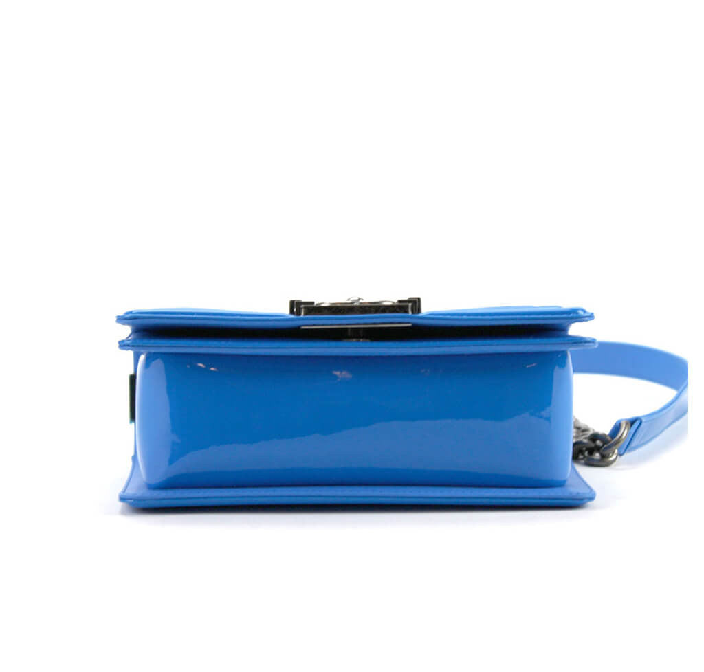 8855c6b94a70 Chanel Boy Bag Electric Blue - Patent Leather SHW | Baghunter