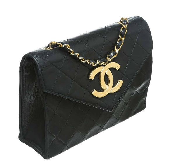 chanel flap shoulder bag black used side