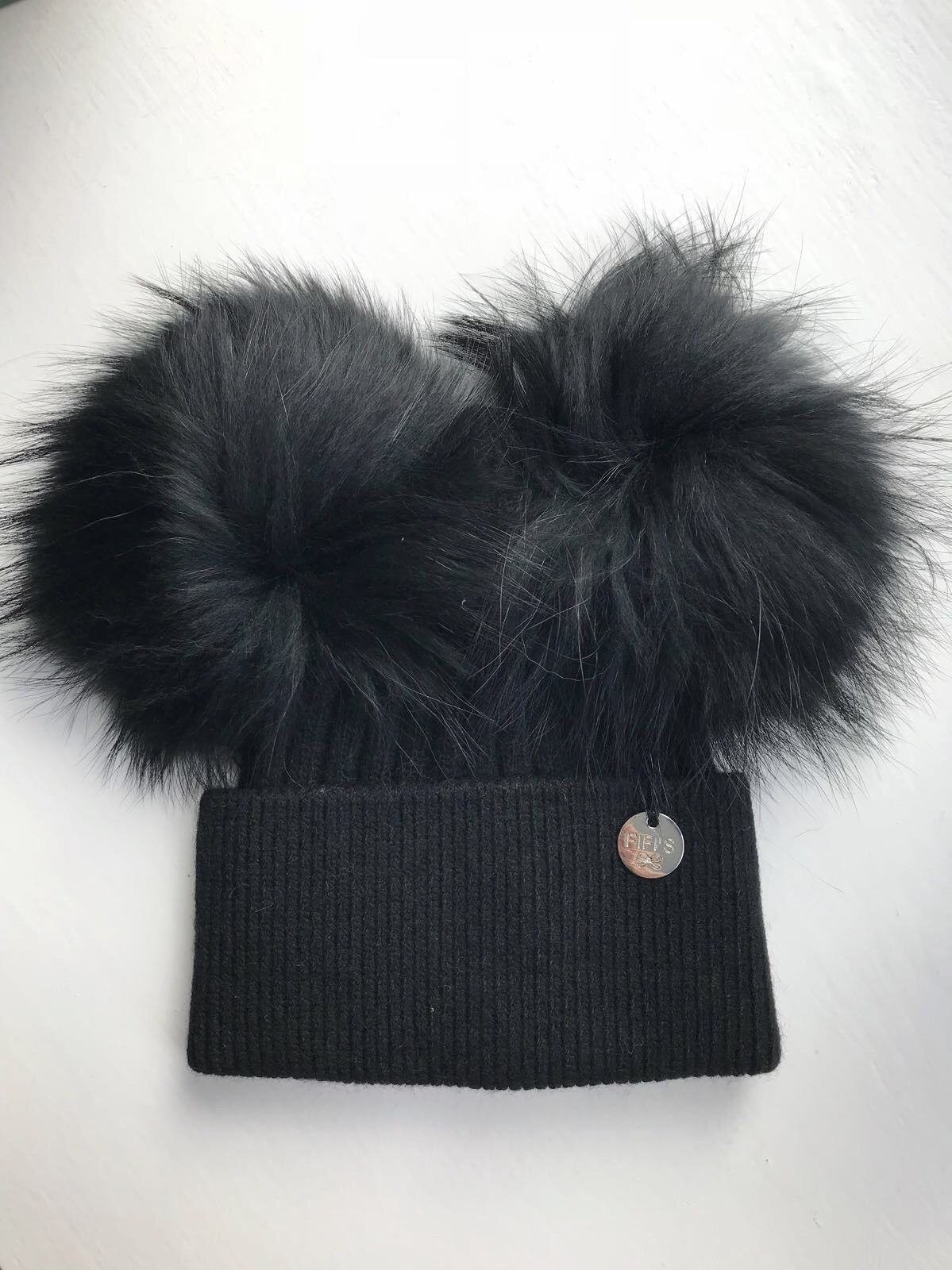 Cashmere double - Black with matching pom