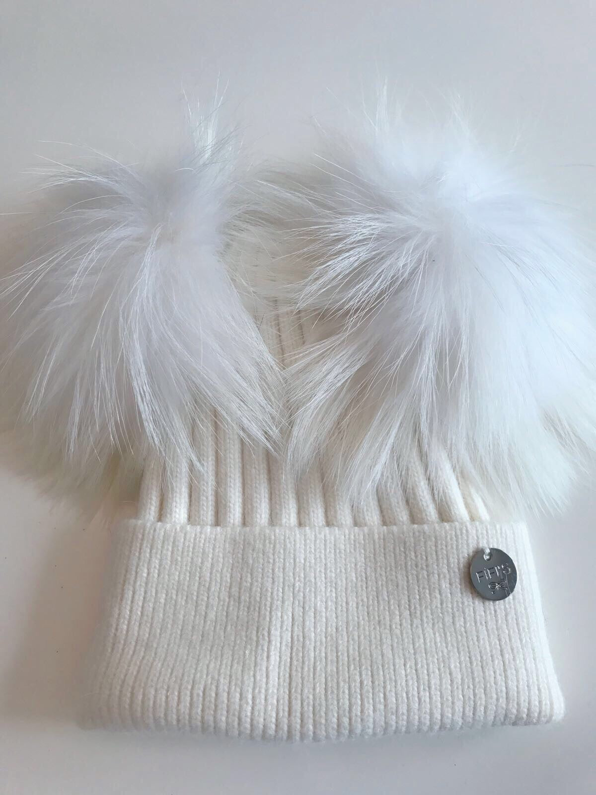 Cashmere double - White with matching pom