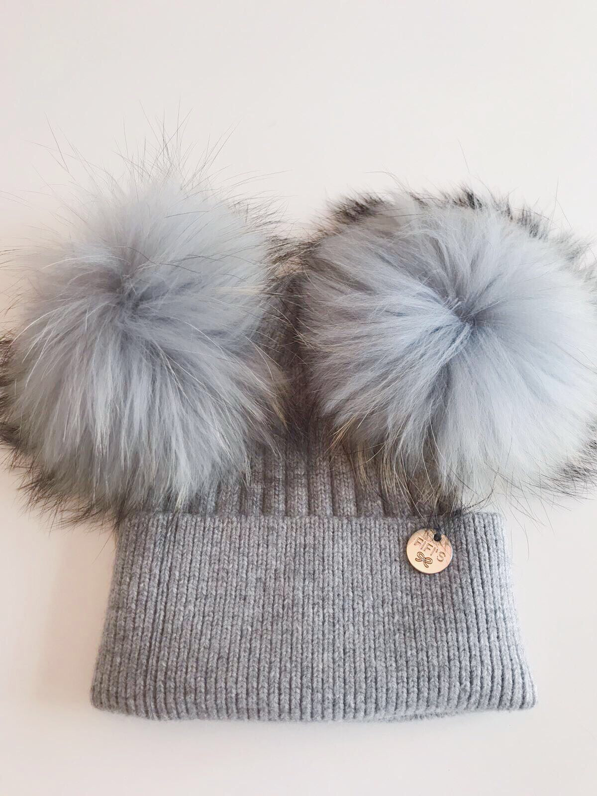 Cashmere double - Light grey with matching pom