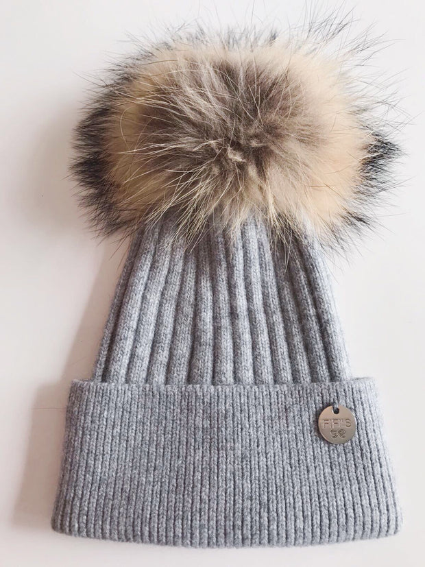 Cashmere single - Light grey with natural pom