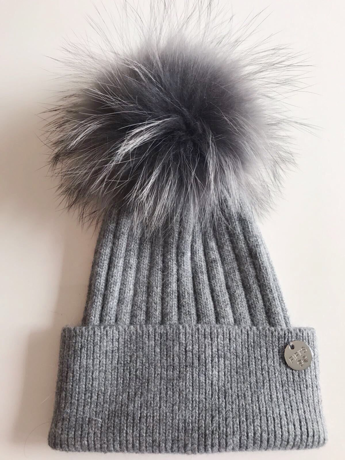 Cashmere single - Dark grey with matching pom