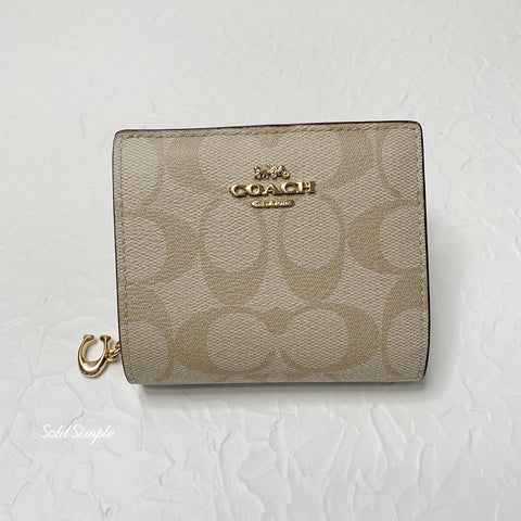 Coach Snap Wallet in Signature Canvas・Light Khaki | Coach 經典真皮短銀包・Light Khaki