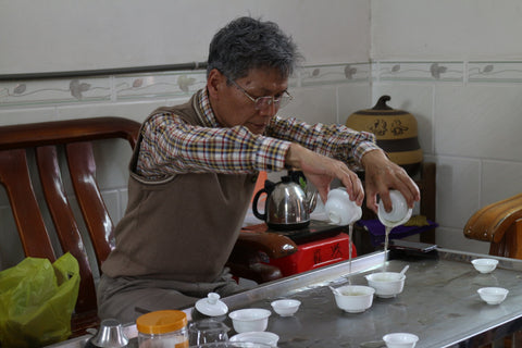 The master pouring tea
