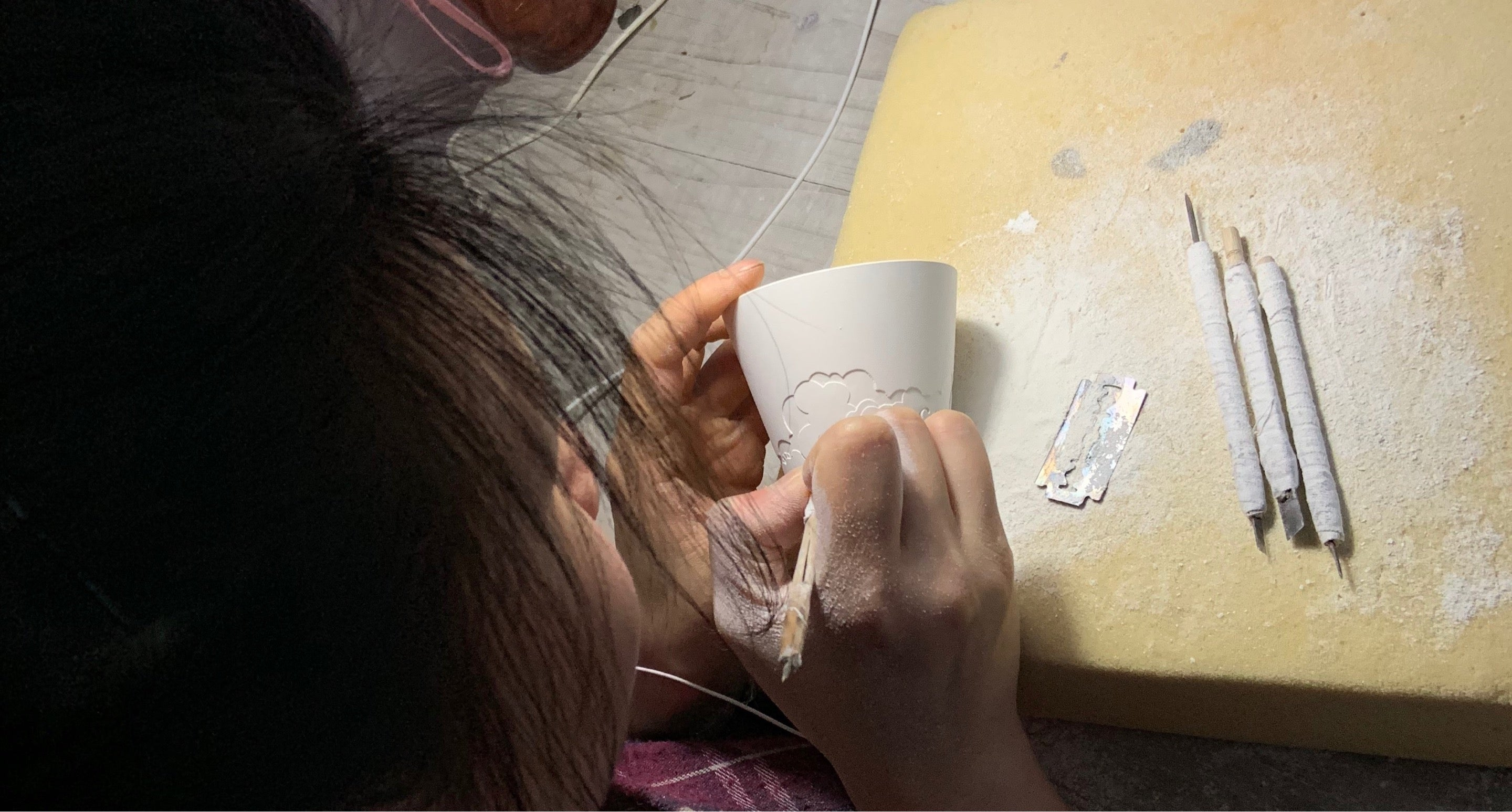 carving a tea cup in jingdezhen