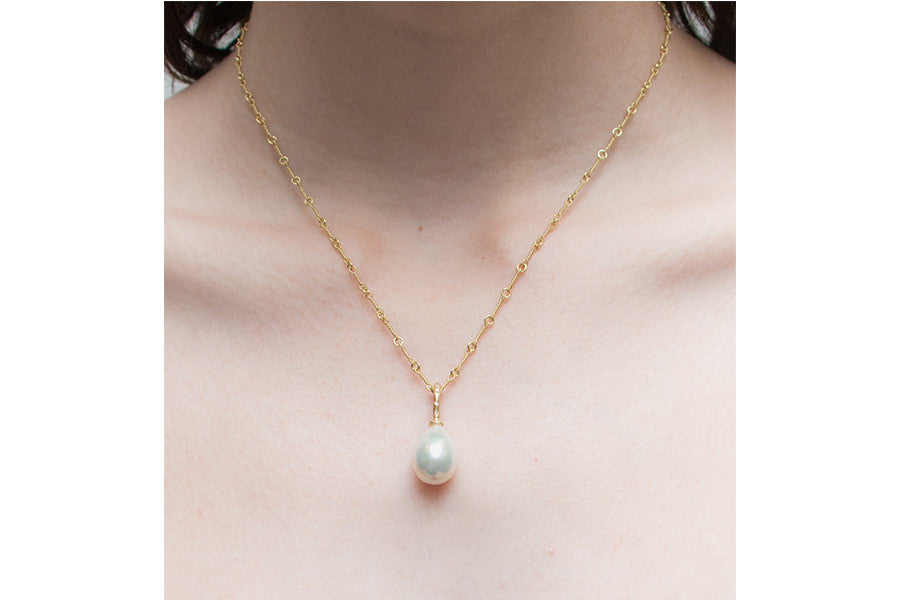 South Sea cultured pearl with diamond bale