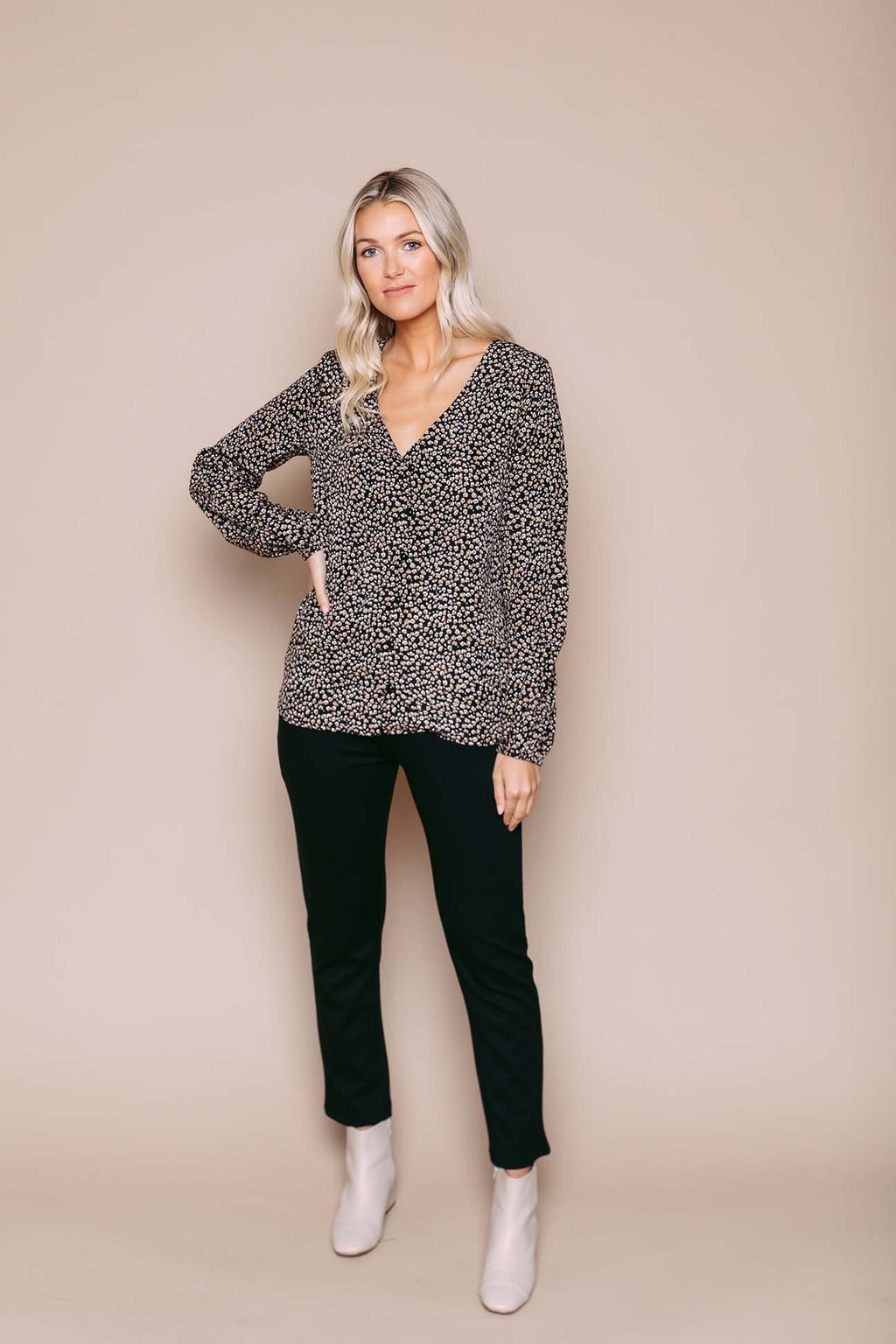 Shari - V-Neck Blouse Neutral Leopard