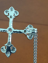 Fleur de Lis Feature Cross