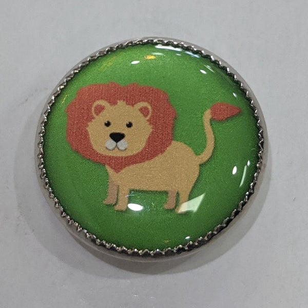 Lion / Green background / Acrylic Dome