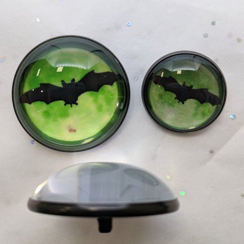 Bat with Green / Glow in the Dark / Acrylic Dome