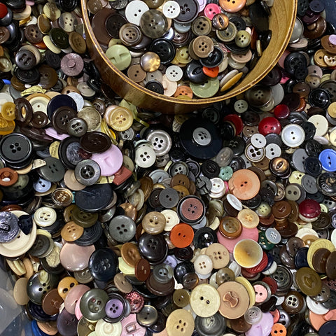 Mixed bag of buttons - buy per 100g