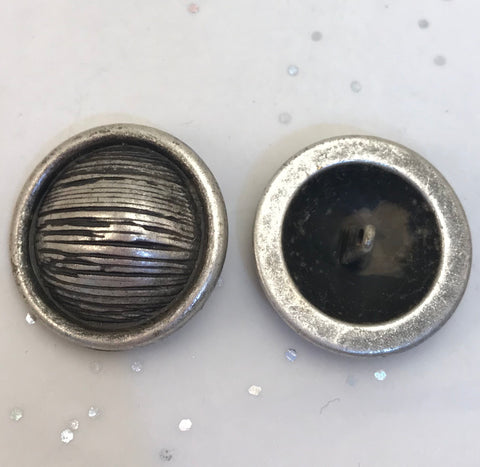 Silver and black / Textured Lined Dome / Metal / Shiny