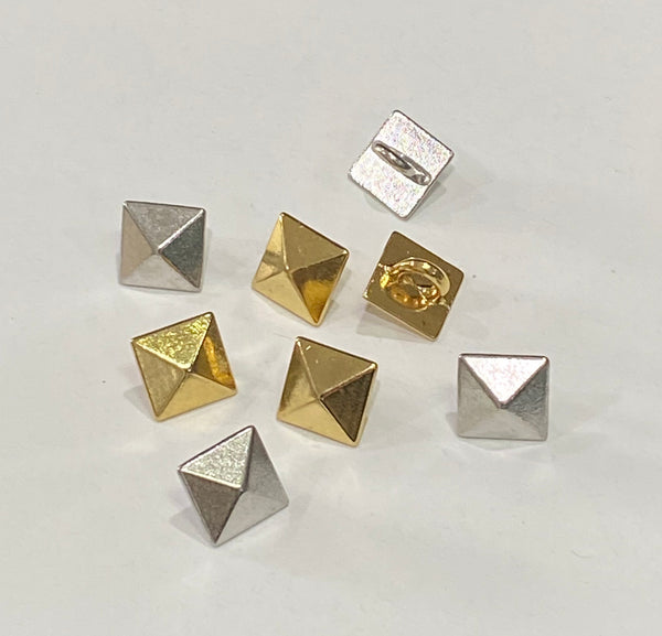 Pyramid / Metal / Shiny