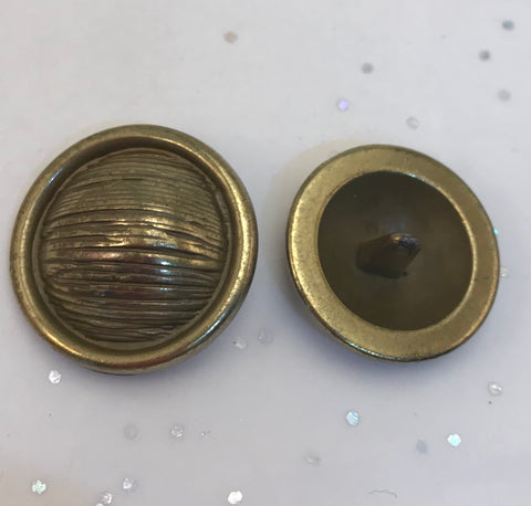Brass / Textured Lined Dome / Metal / Shiny