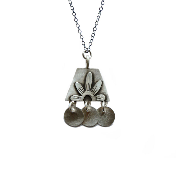 folklorica flower necklace