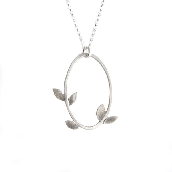 laurel oval necklace