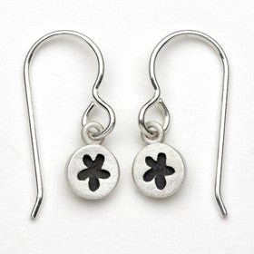 flower tiny dot earrings