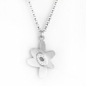 medium flower necklace