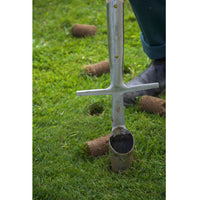 Great Dixter Bulb Planter by Sneeboer - removing soil plugs