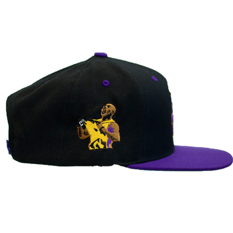 HOT ROD ESSENTIAL SIGNATURE LA TRIBUTE SNAPBACK (BLACK/PURPLE)
