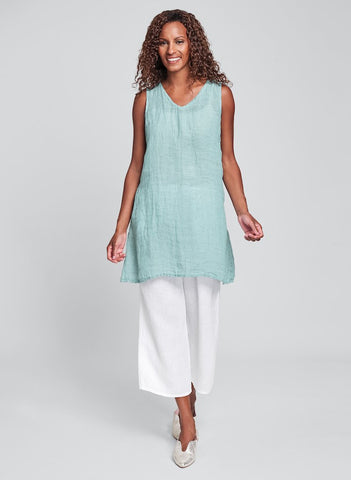 V-Neck Tunic (shown in Aqua Gauze **only available in solid Aqua) + Floods (shown in White)
