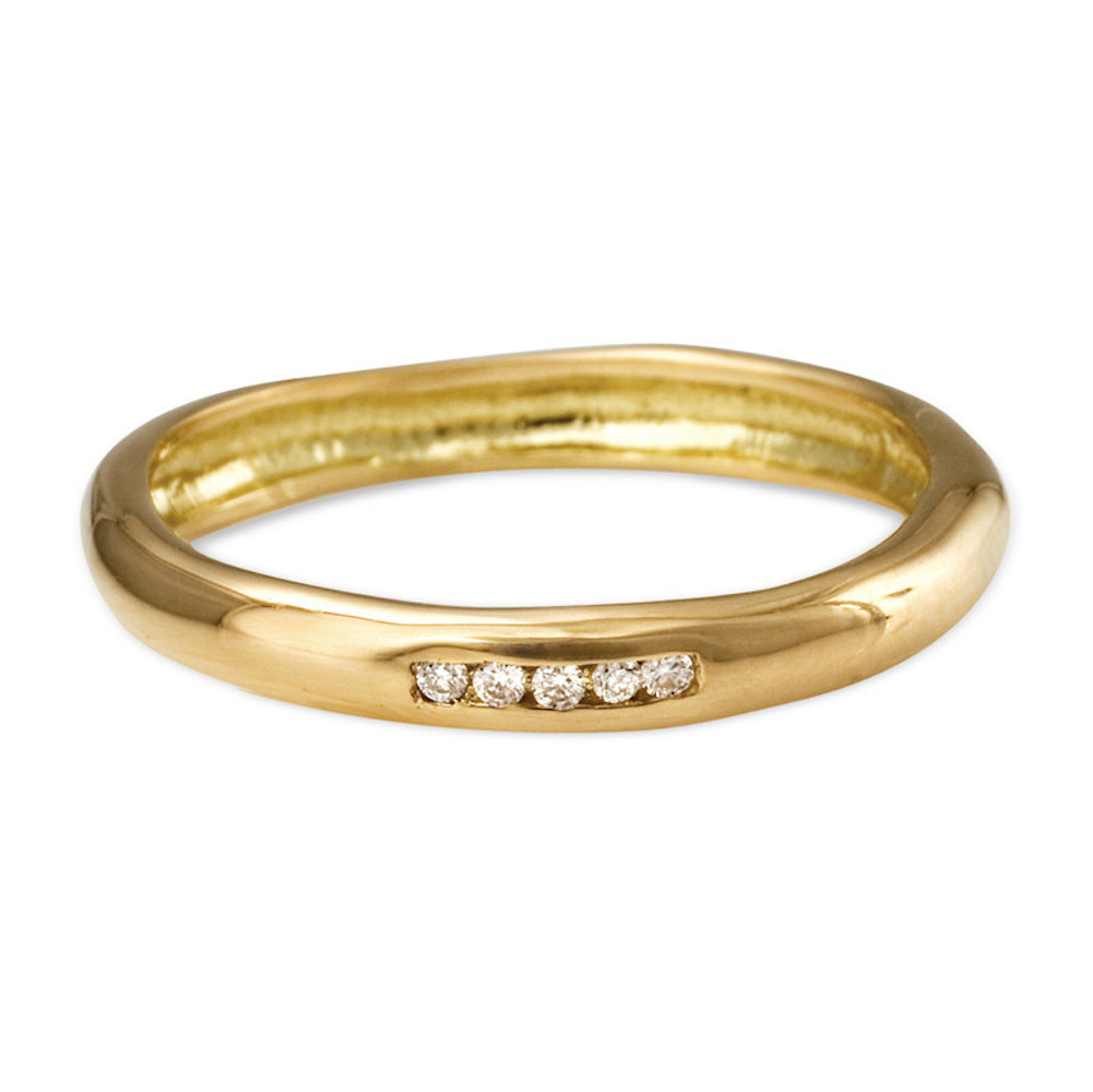 18k gold ring with 5 diamonds