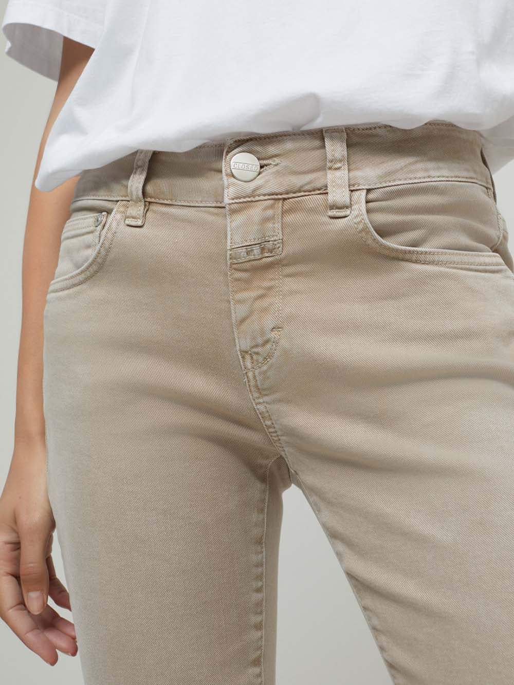 closed baker pant in clay