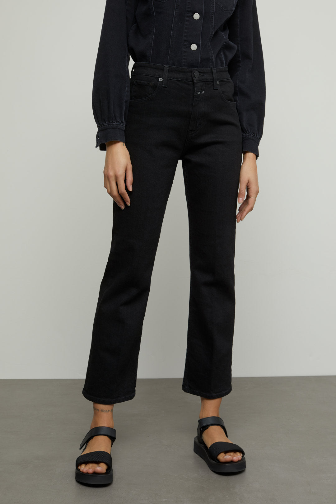 closed baylin pant in black