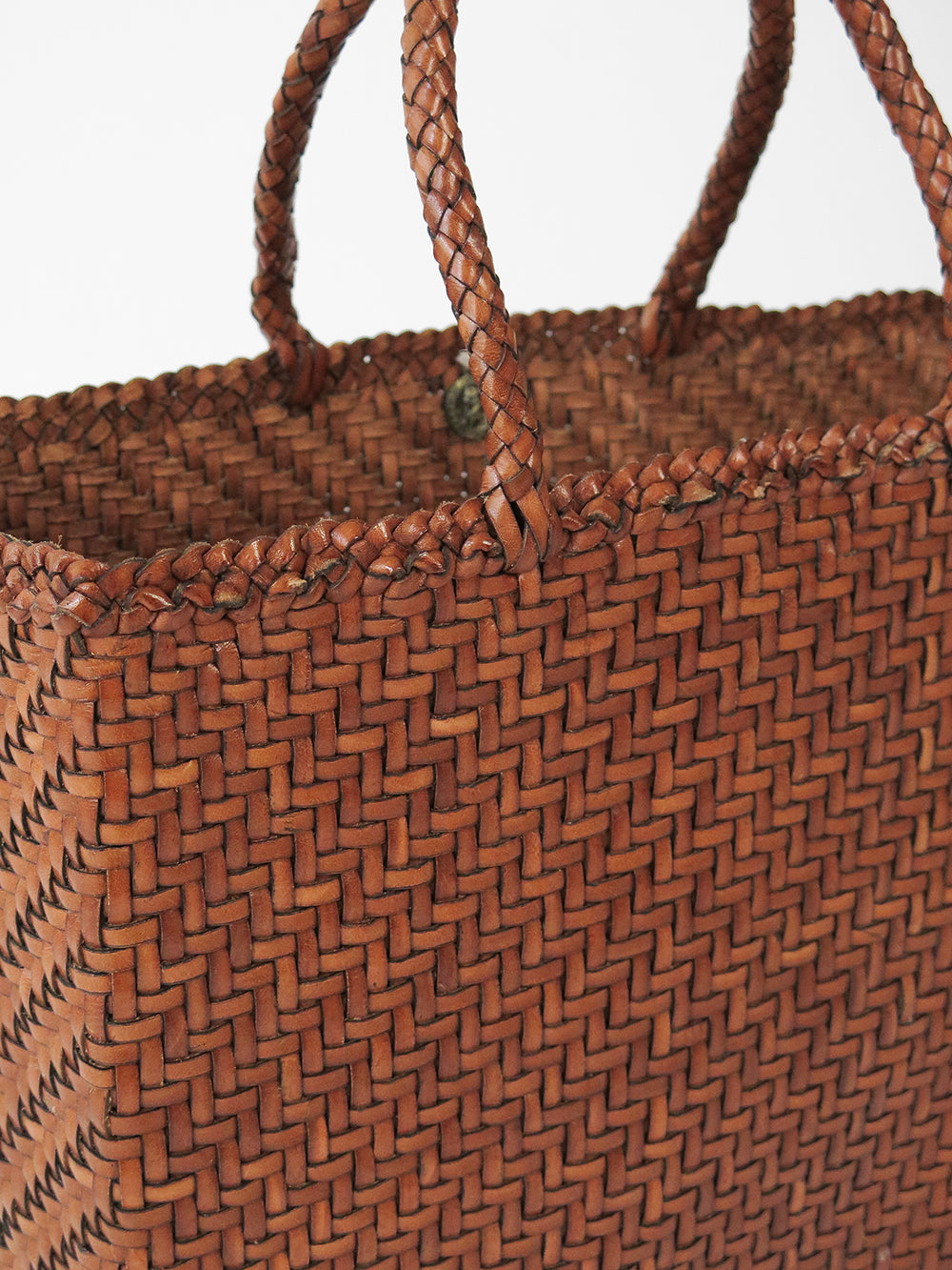 dragon diffusion 45 basket in dark tan