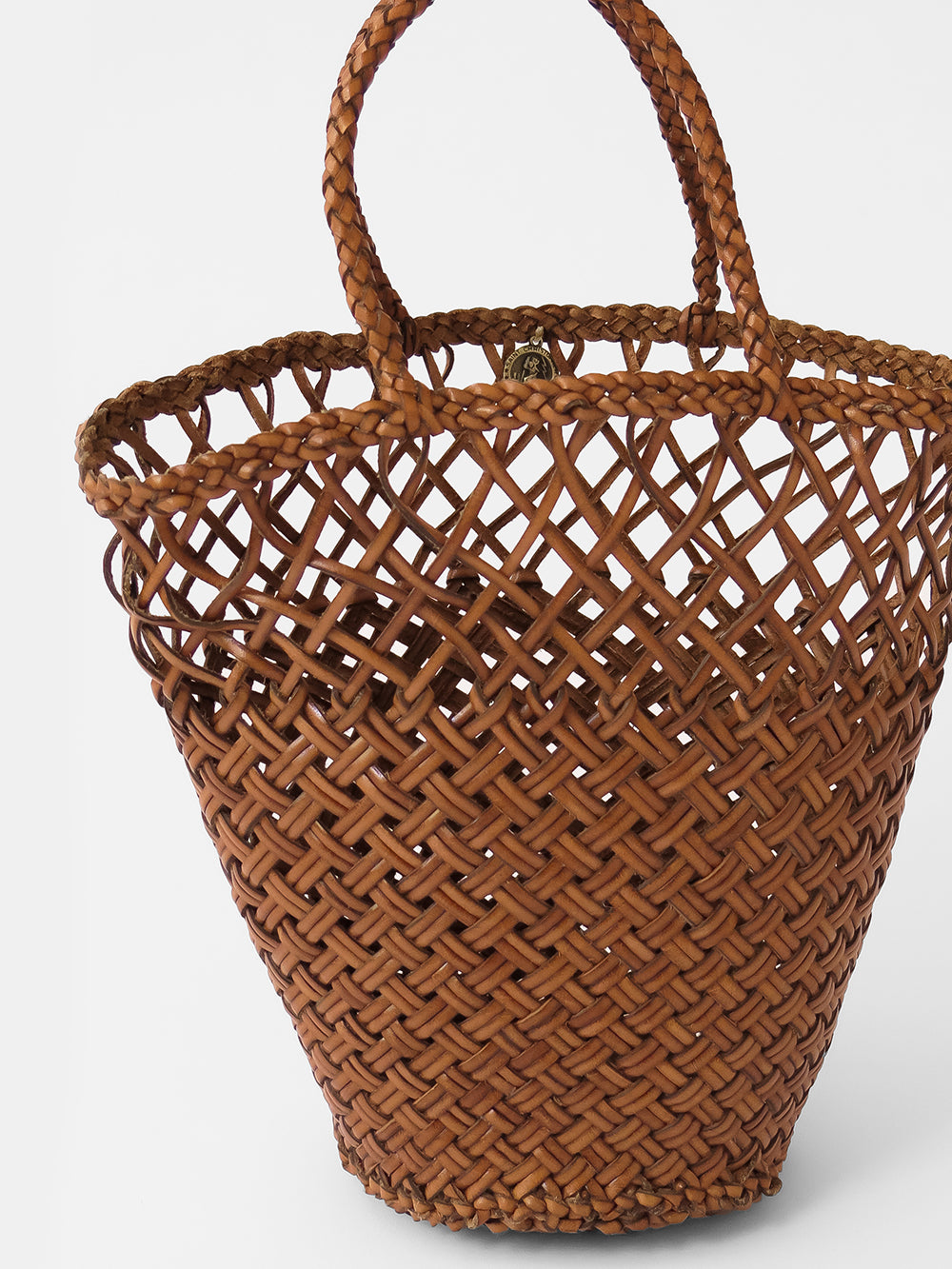 dragon diffusion myra basket in tan